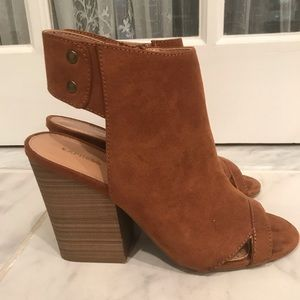 Express Peep toe Suede Booties
